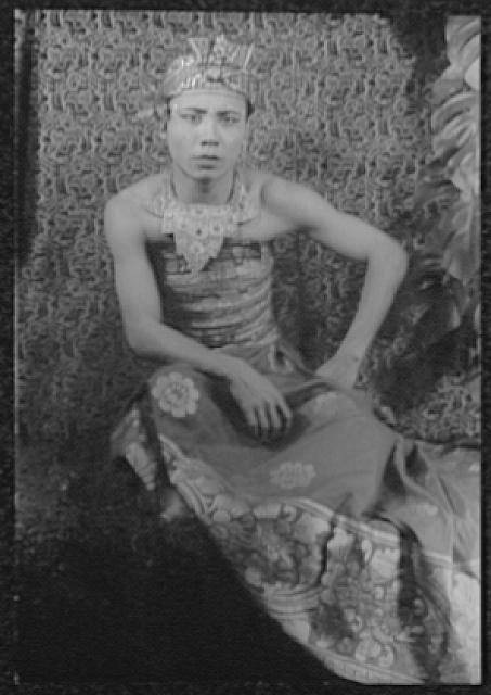 [Portrait of Balinese dancer Sampih, in Kehyar]